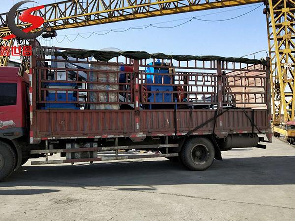 山东杂xian铜米粉碎机发货现场